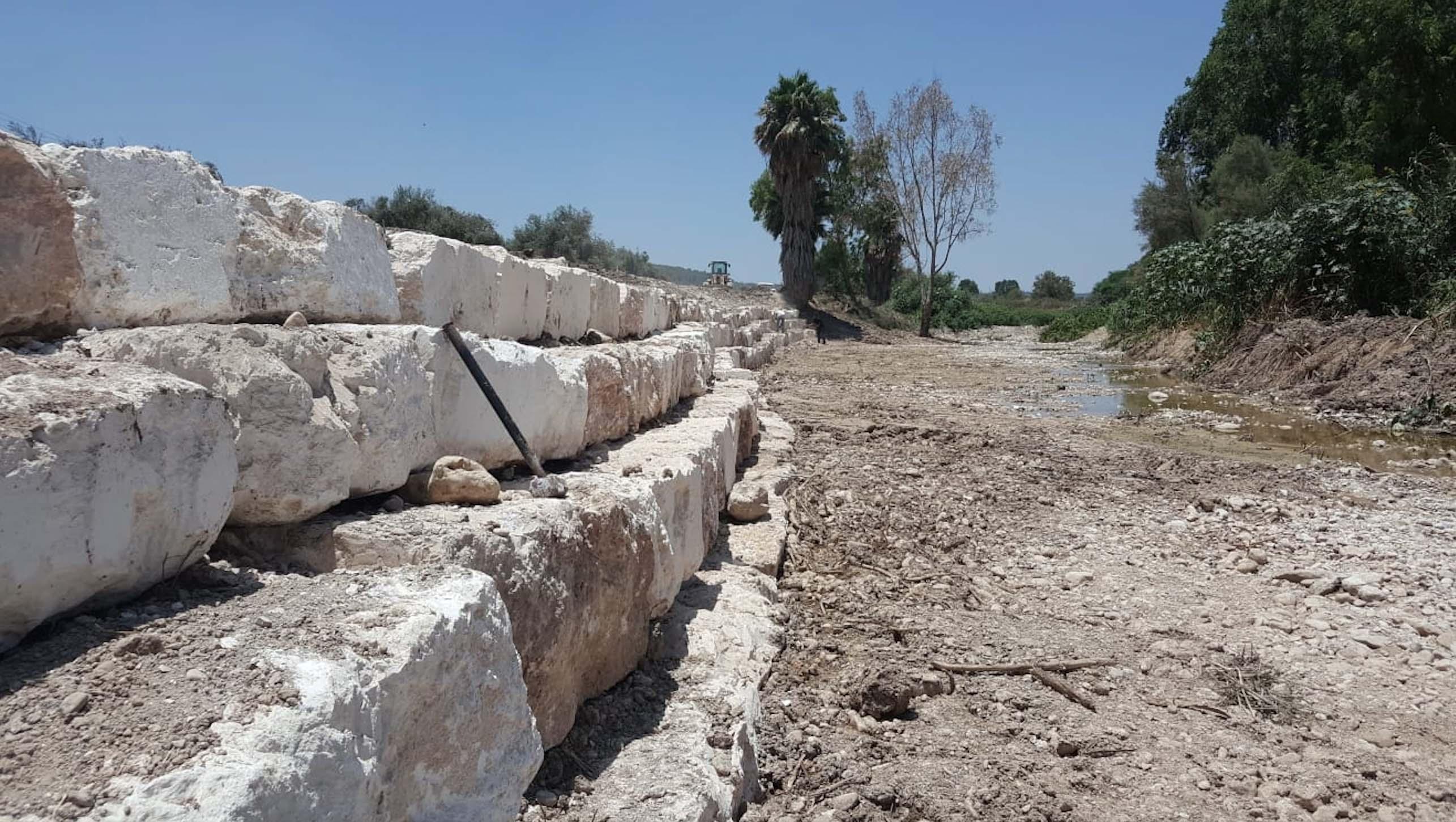 תיקון נזקי חורף בגדת נחל שורק באזור צורעה3