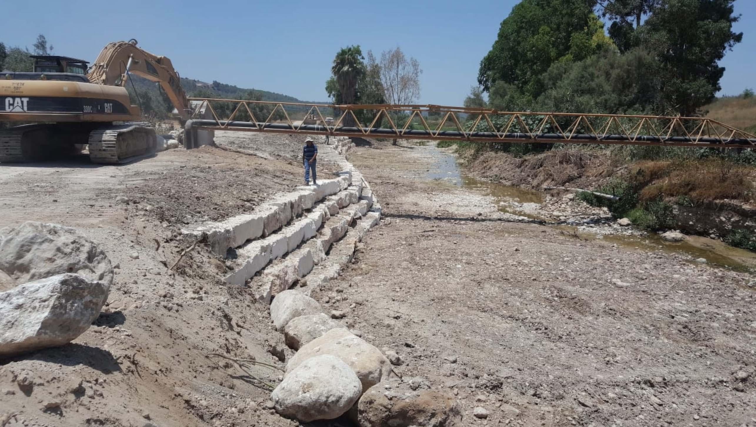 תיקון נזקי חורף בגדת נחל שורק באזור צורעה5